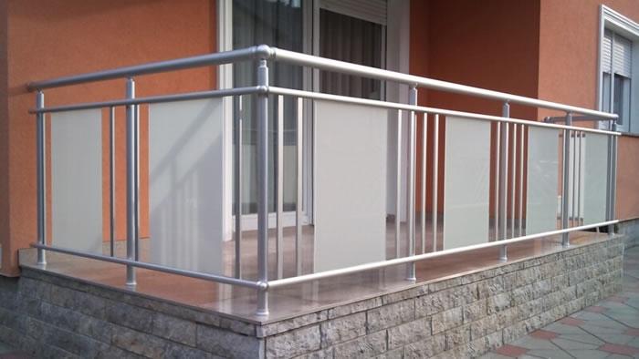 Aluminijska vanjska balkonska ograda AKM 1 - staklena